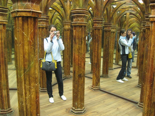 Где находится зеркальный лабиринт
